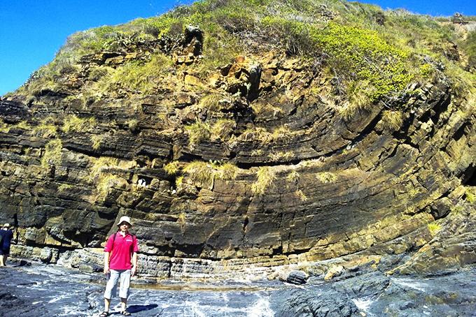 Giá trị địa chất, cảnh quan mũi Dù, núi Cấm: Cần được nghiên cứu, bảo tồn